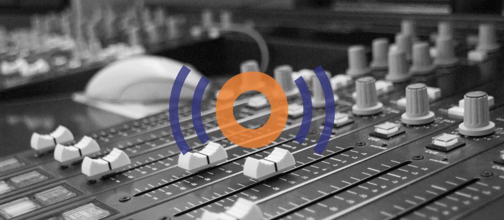 Foto van mengpaneel radiostudio