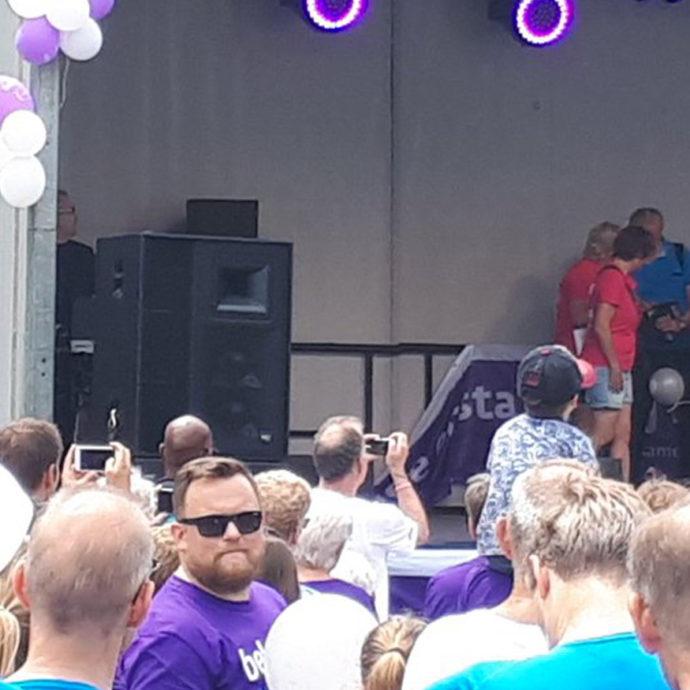 Foto van Marja van Bijsterveldt op podium van Samenloop voor Hoop Delft