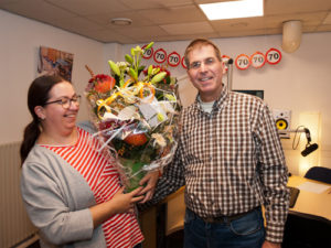 Delftse Bloemnhuis biedt bloemen aan namens Angel