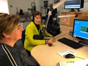 Yvonne en Carin in studio